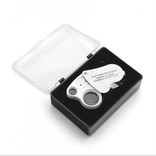 Trichome magnifier allows 10x and 20x magnification power